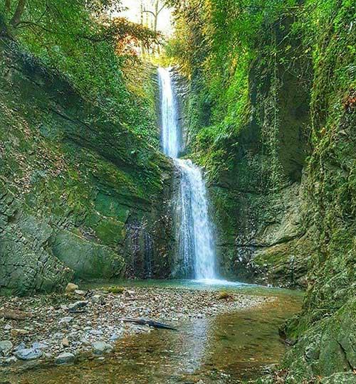 آبشار زیبای دارنو ولرده در استان مازندران